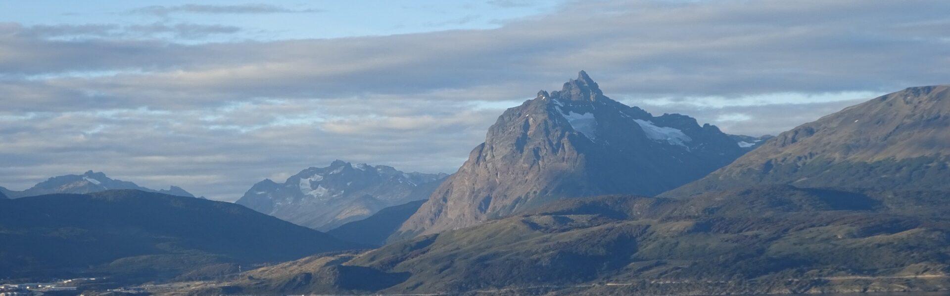 Page d'accueil de World-4U - Avion survolant Ushuaïa