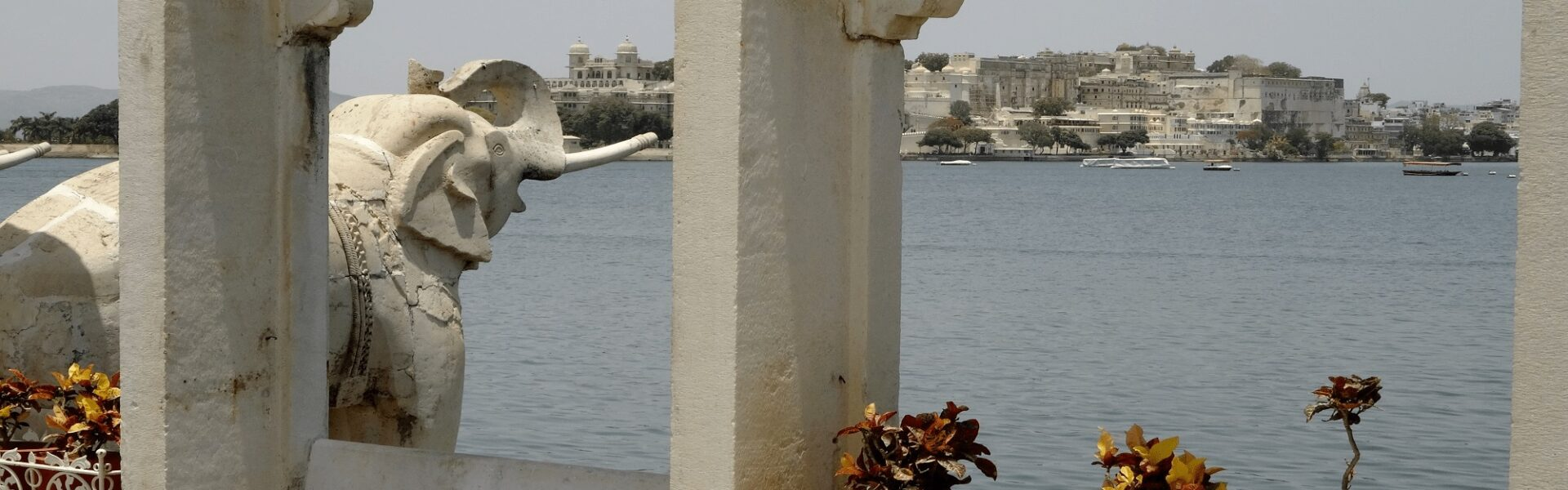 Vous souhaitez développer et adapter votre offre au marché francophone ? - Lac d'Udaipur