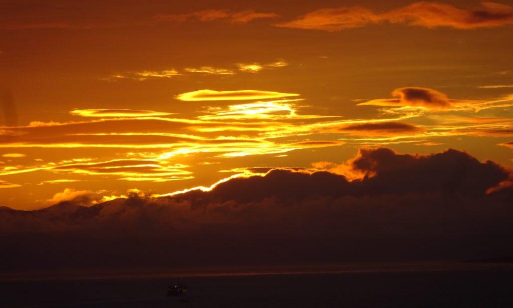 Randonnée sur 6 îles des Açores - Lever du soleil au large d'Horta